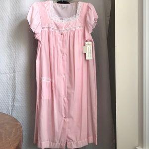 Vintage Komar pink nightgown and robe set. Sz M